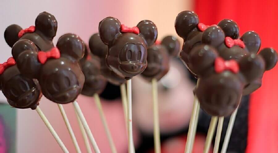 decoração do mickey com chocolates em formato de Minnie Foto Blog Lovers