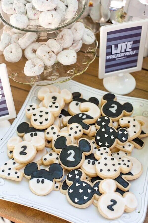 decoração festa do mickey com docinhos em formato da cabecinha do Mickey Foto Pinosy
