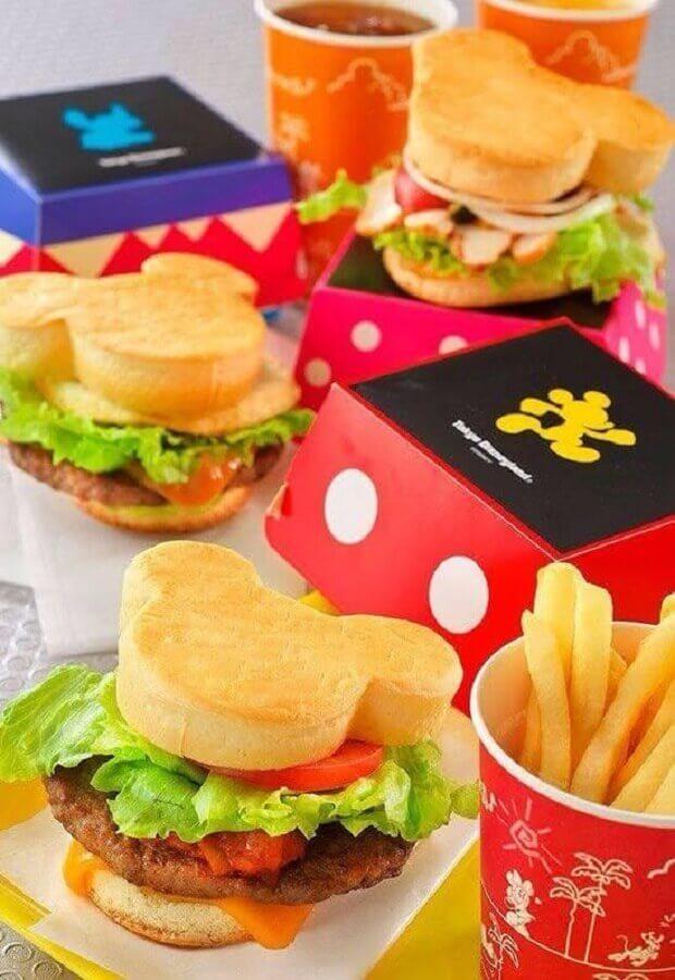 decoração festa do mickey com lanchinhos personalizados Foto Pinterest