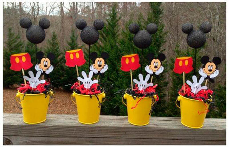 decoração festa do mickey com lembrancinhas em vasinhos amarelos Foto Dicas da Japa