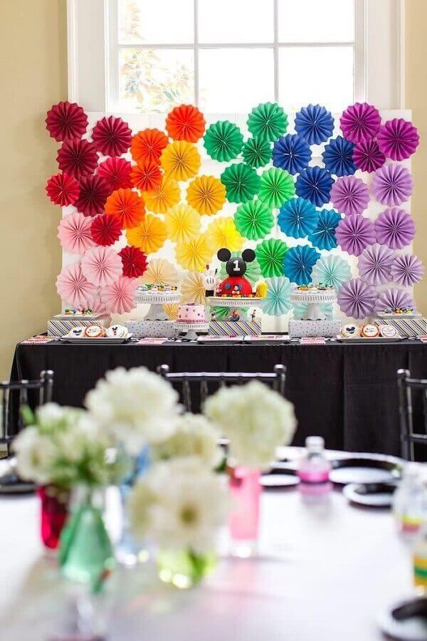 decoração festa do mickey com painel colorido Foto Pinterest