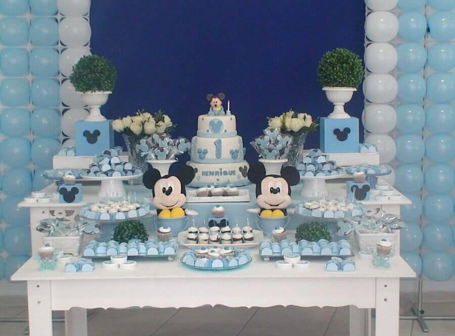 decoração mickey baby azul e branco com bolo 3 andares Mirucha Flore