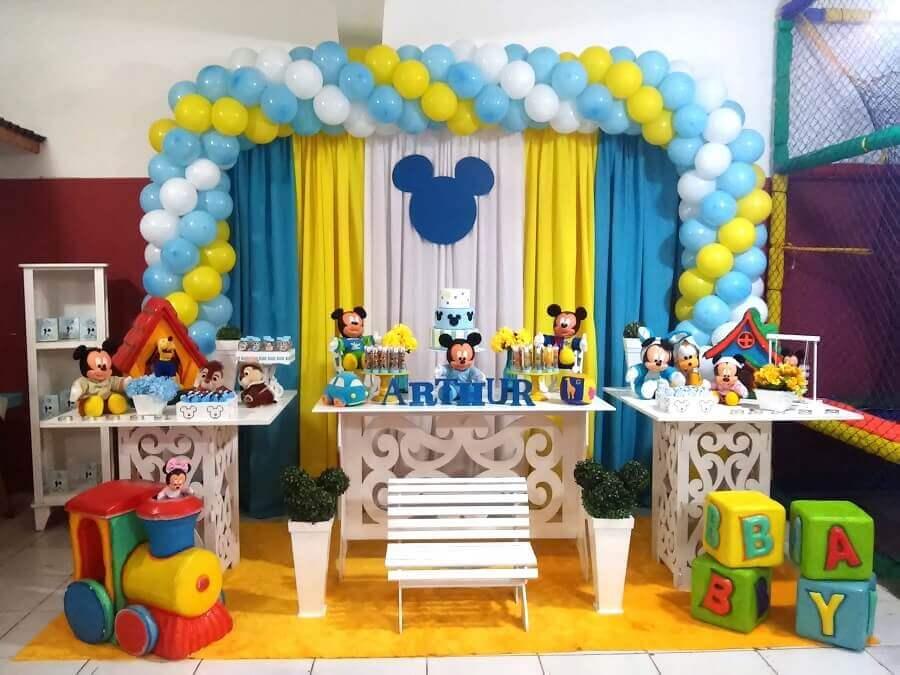 decoração mickey baby em azul amarelo e branco Foto Rede Festas Decorações