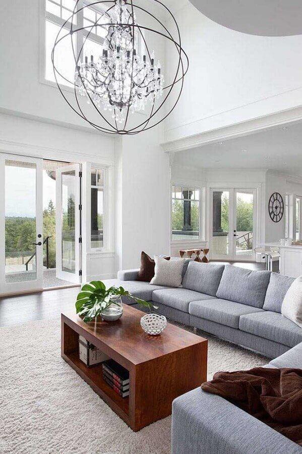 decoração moderna com estrutura metálica em volta ao lustre de cristal para sala com Chandelier Designs