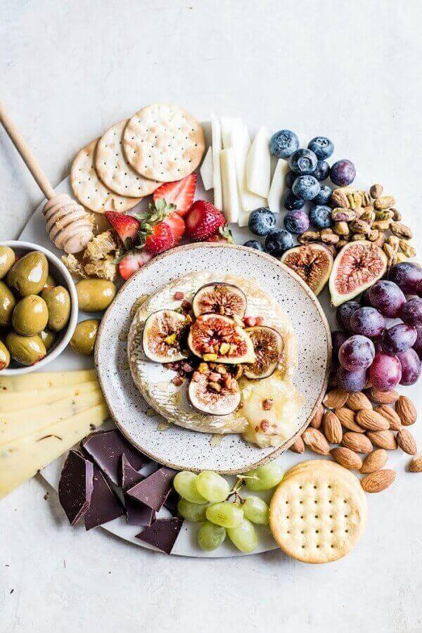 decoração simples de mesa de frios e frutas Foto Pinterest