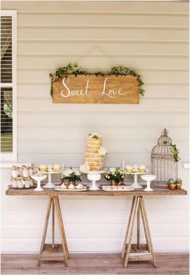decoração simples e rústica para mesa de noivado simples com naked cake Foto Beauty of Wedding