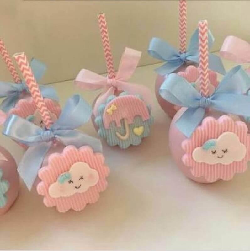 delicada lembrancinha de chá de bebê com chocolates personalizados Foto Maravilhas da Alice Doces Finos e Chocolates