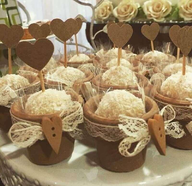 docinhos personalizados para noivado simples Foto Maria Bonita Festas