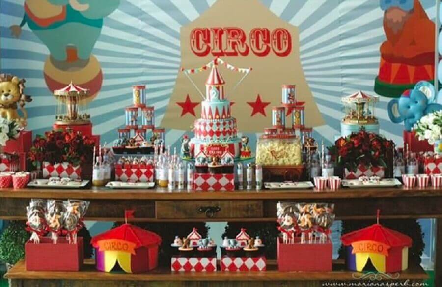 linda decoração para festa de aniversário com tema circo Foto Just Real Moms