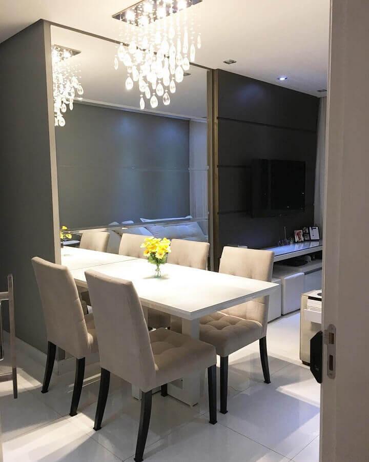 lustre de cristal para sala de jantar pequena integrada com sala de estar Foto Meu Apto 25