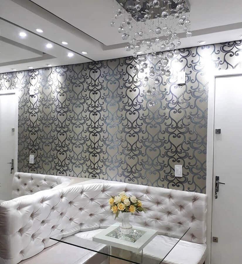 lustres de cristal para sala de jantar pequena decorada com mesa quadrada de vidro e canto alemão Foto Nosso Apê 114