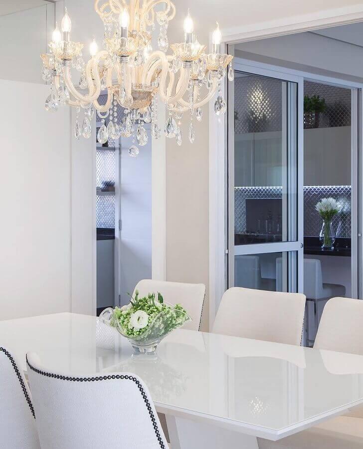 lustres de cristal para sala de jantar toda branca Foto Monise Rosa Arquitetura