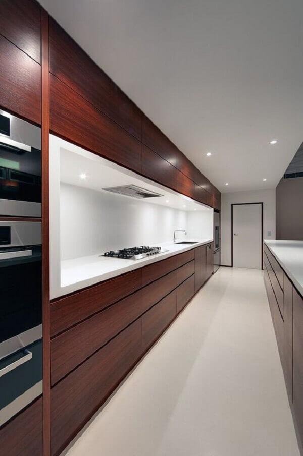 marrom na decoração de cozinha com linhas retas