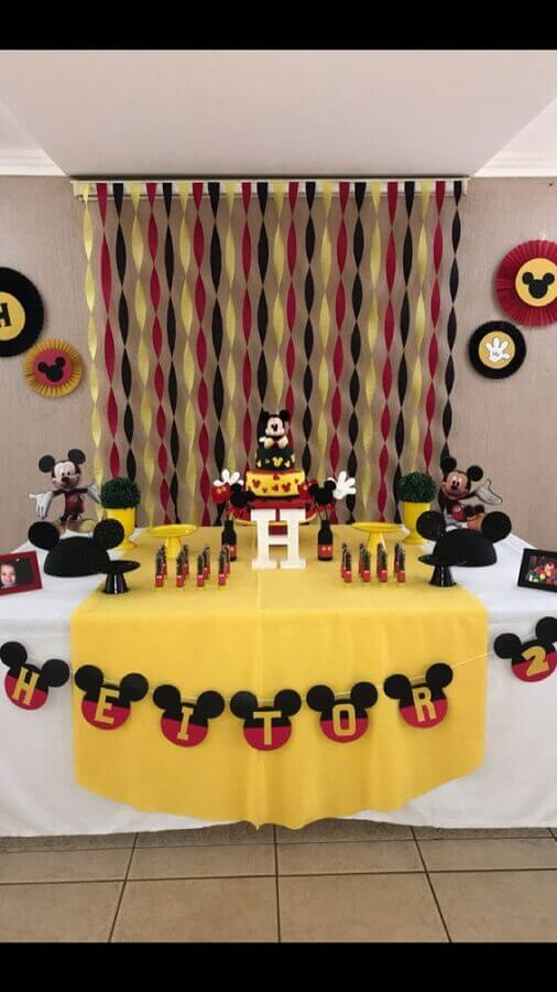 mesa com decoração festa infantil mickey simples Foto Pinterest