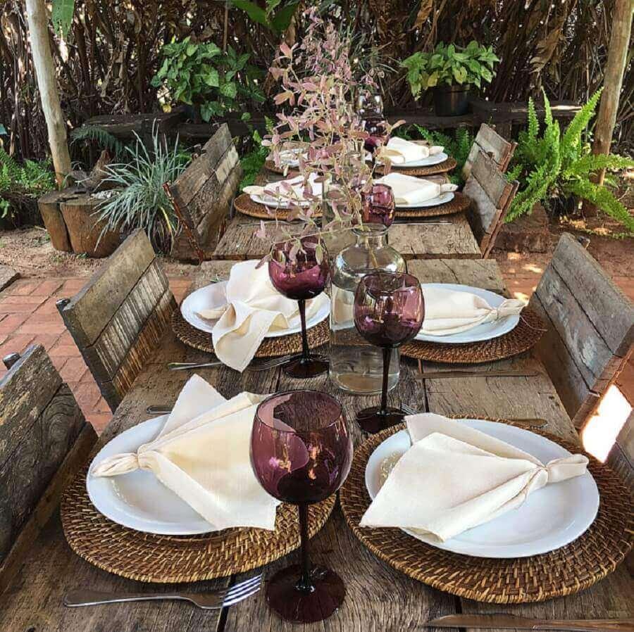 mesa de convidados com decoração rústica para noivado simples Foto Câsa Dois Festas