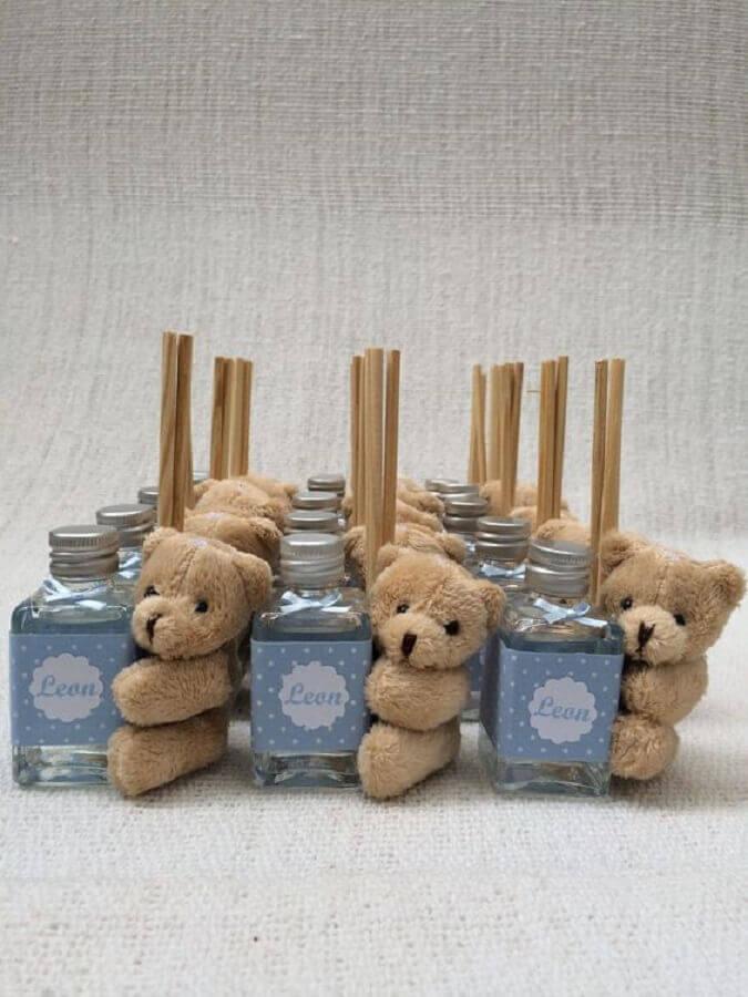 modelo de lembrancinhas de chá de bebê masculino com ursinho de pelúcia Foto Rosaria Cunha