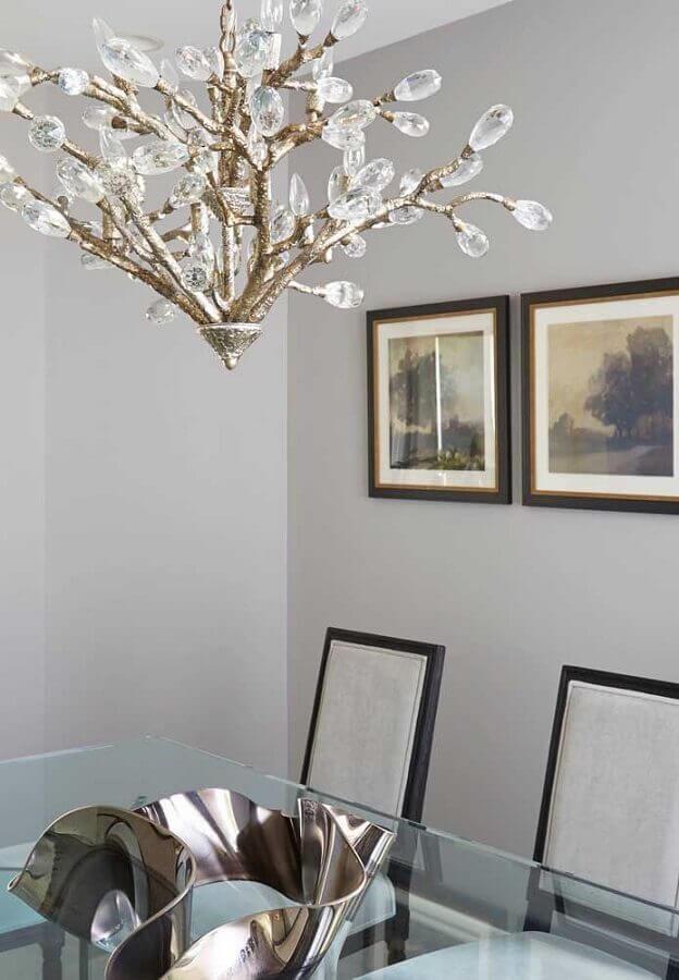 modelo diferente de lustre de cristal com estrutura metálica Foto Homedit