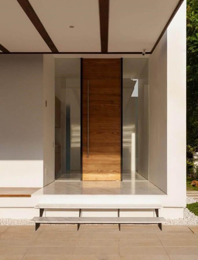 porta de entrada de madeira com puxador de inox Foto 321 Achei