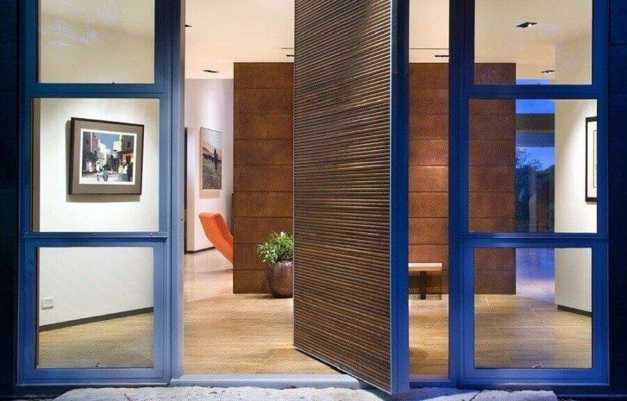 porta de entrada pivotante de madeira e vidro Foto Pinterest