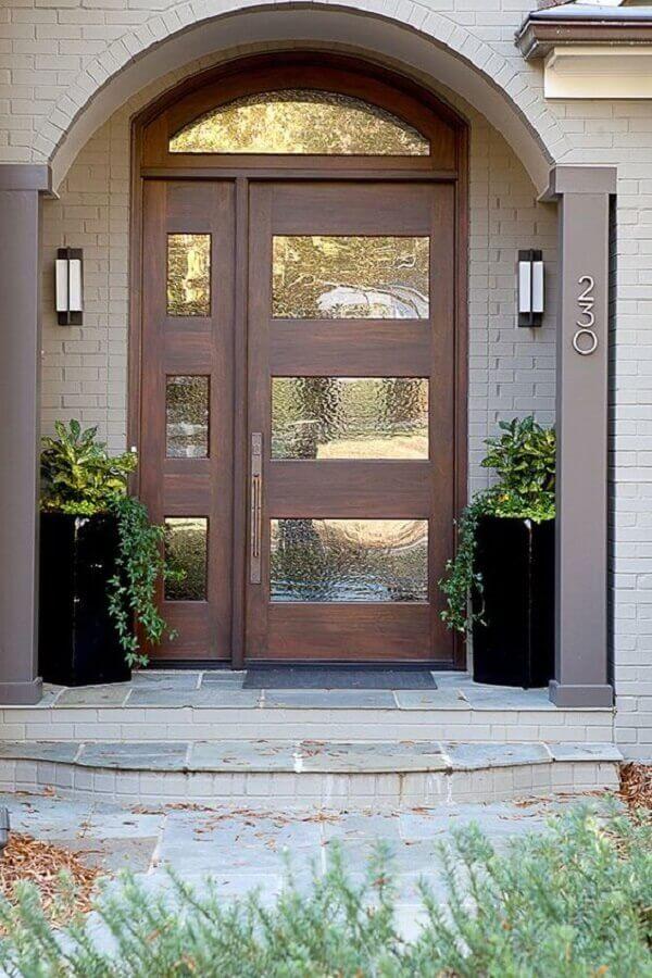 porta de entrada principal de madeira e vidro com parte superior em meia lua Foto Home Design Ideas