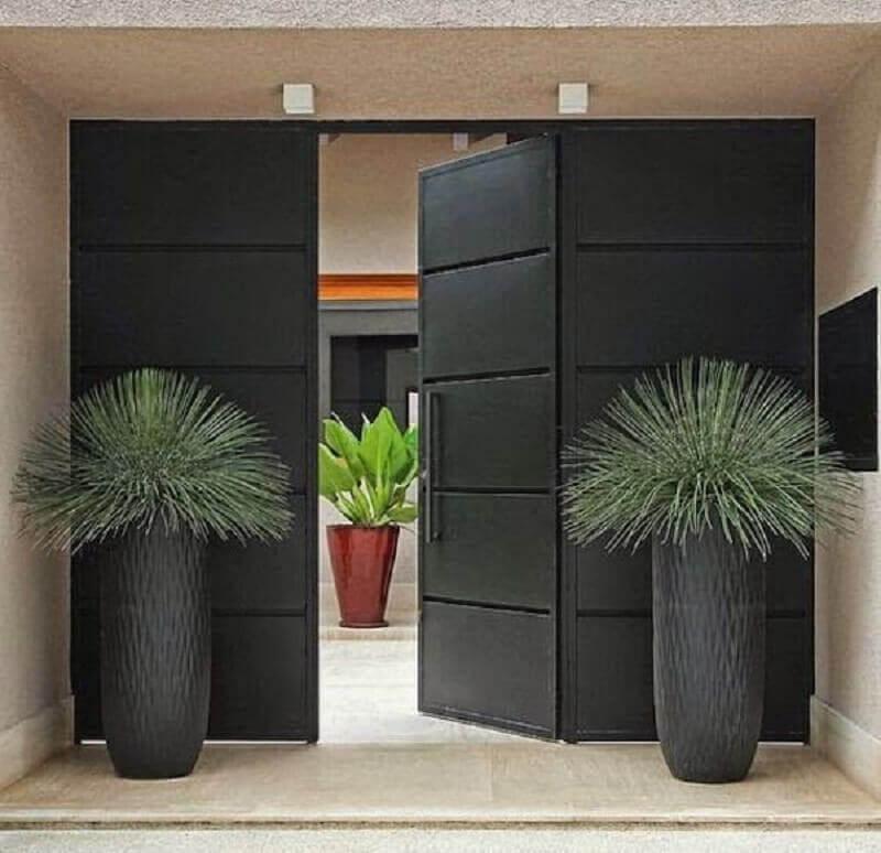 porta de entrada principal toda preta Foto Zozu