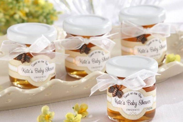 potinhos de mel personalizados com abelinha bronze para lembrancinha de chá de bebê Foto We Heart It