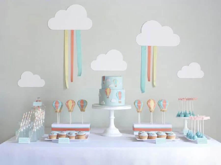 tema balão para decoração para festa de aniversário em tons pastel Foto Mona Monina