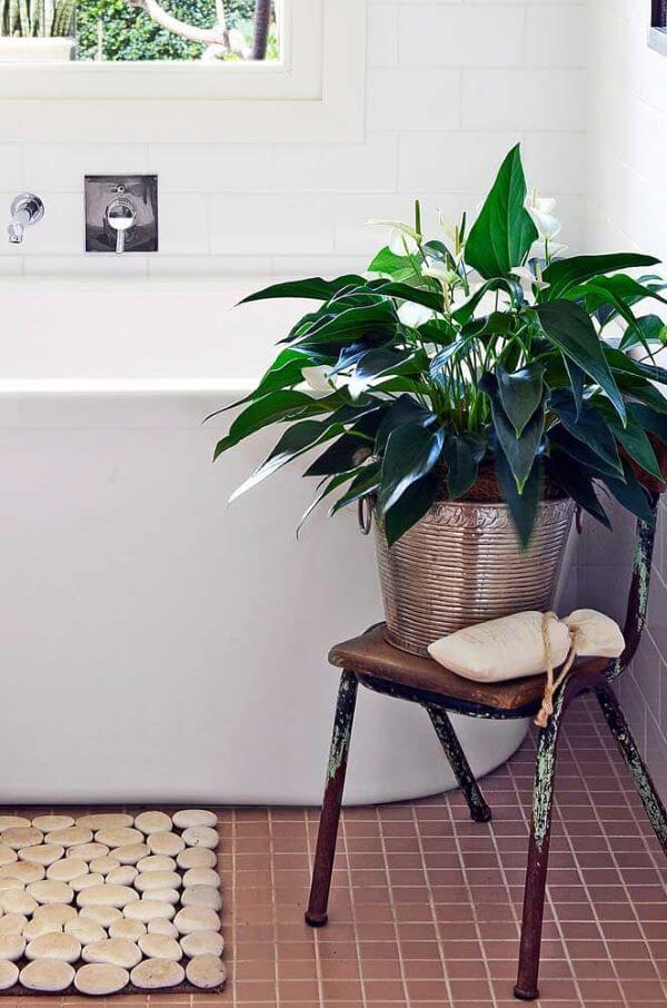 Vaso lírio da paz para decoração de banheiro