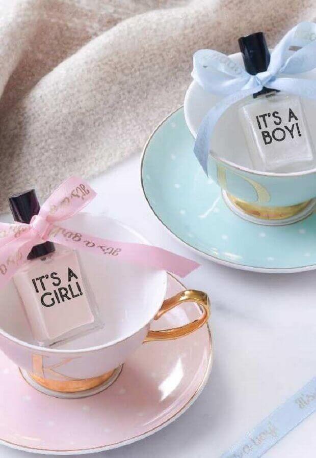 xícara e esmalte para lembrancinha chá de bebê criativo Foto Baby Shoes