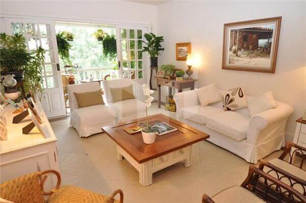 As plantas para sala decoram o ambiente grande