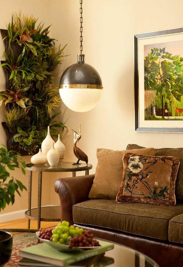 As plantas para sala formam um jardim vertical