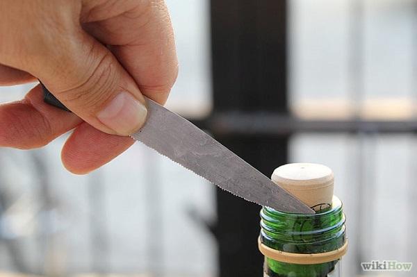 Como abrir garrafa de vinho com faca