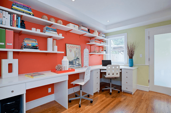 Cor salmão em home office