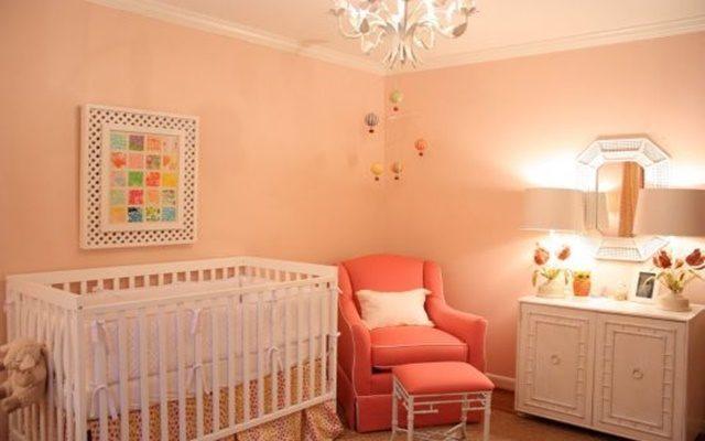 Cor salmão na decoração do quarto de bebê