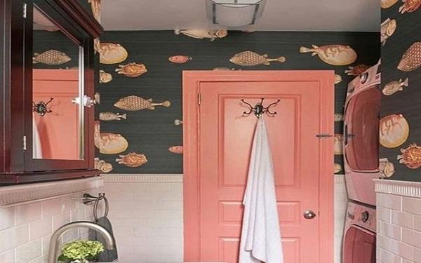 Cor salmão na porta do banheiro