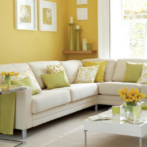Decoração de sala simples e barata amarela e verde