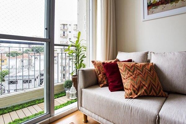Decoração de sala simples e barata com almofadas