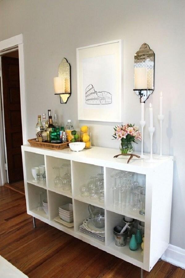 Decoração de sala simples e barata com aparador de nichos