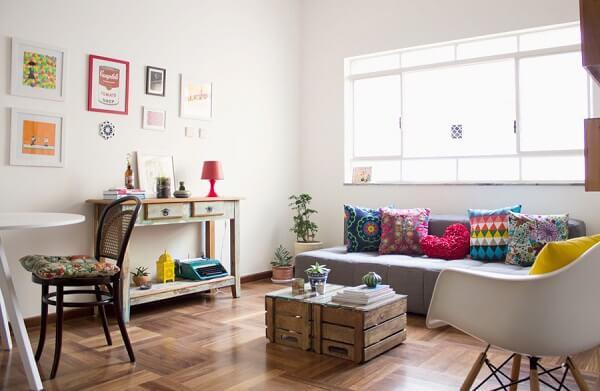 Decoração de sala simples e barata com caixas de frutas