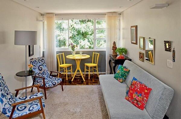 Decoração de sala simples e barata com móveis reformados