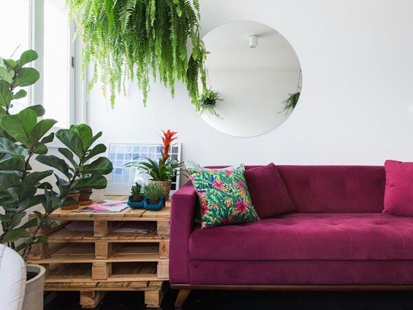 Decoração de sala simples e barata com mesa lateral de palete