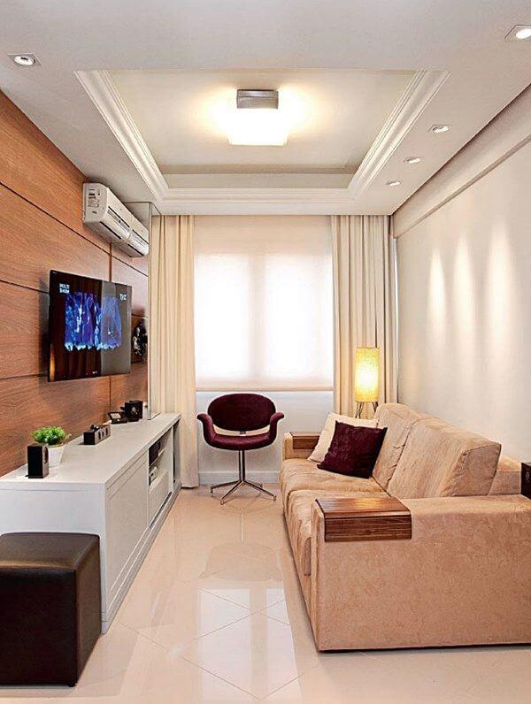 Decoração de sala simples e barata com suporte de TV na parede