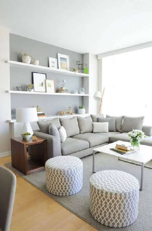 Decoração de sala simples e barata na cor cinza e branca