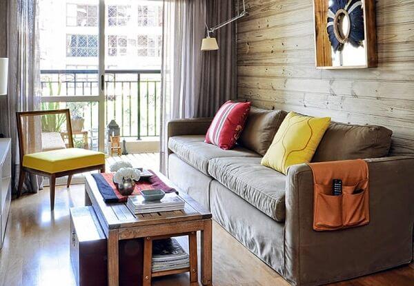 Decoração de sala simples e barata com detalhes amarelos