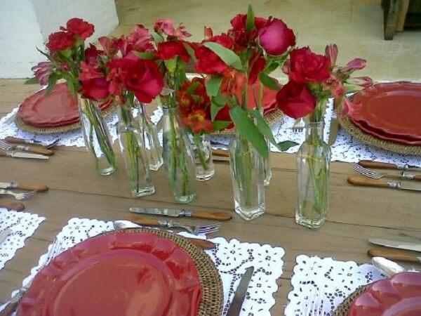 Decoração dia das mães com taça e rosas vermelhas