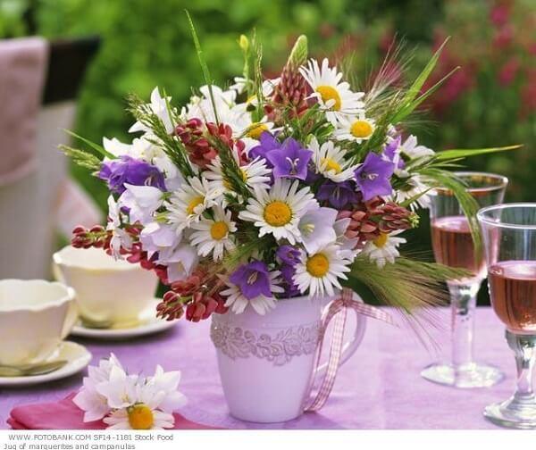Decoração dia das mães com vaso de flores