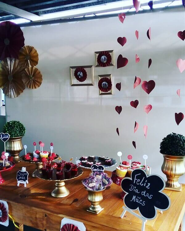 Simple Mother's Day decoration