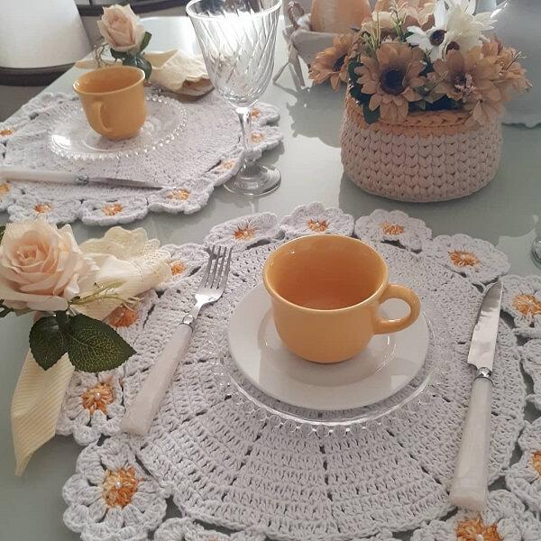 Delicadeza no café da manhã com esse conjunto de sousplat de crochê