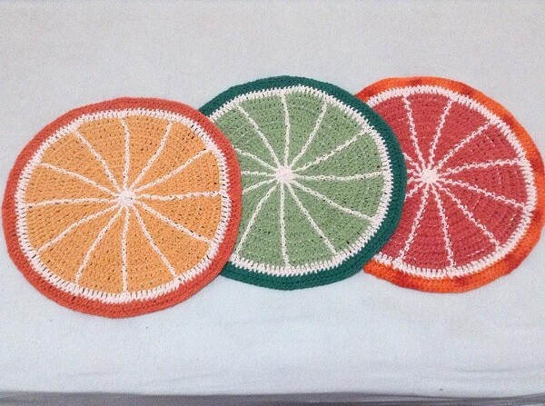 Design divertido e colorido desses modelos de sousplat de crochê