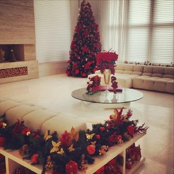 Enfeites de Natal na sala da Ana Hickmann